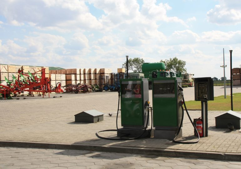 Za benzynę płacimy mniej