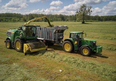 Trudny sezon zbioru traw